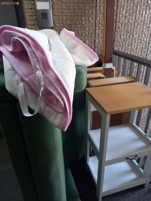 マットレス付きシングルベッド、二人掛けソファー、テレビ台等の回収